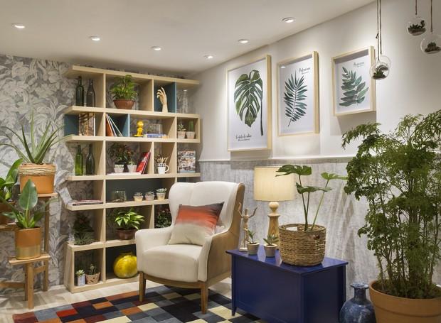 """""""Sala do Pai Solteiro"""", desenvolvida por Avner Posner é um espaço feito para receber visitas e acolher os moradores (Foto: Divulgação)"""