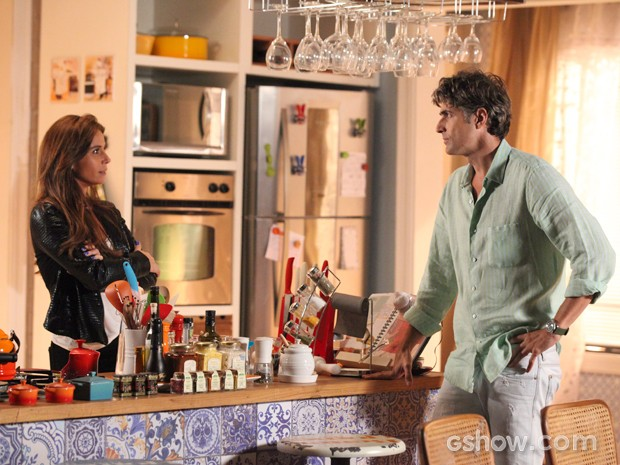 A briga entre o casal engrossa quando Cadu ameaça (Foto: Carol Caminha/TV Globo)