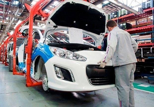 Produção de veículos na Argentina (Foto: Reprodução/Facebook)
