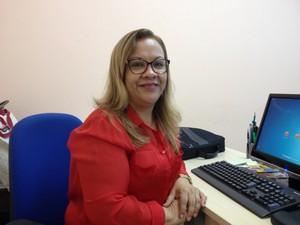 Professora Marília Pimentel lança livro sobre autoajuda infanto-juvenil neste sábado, 19, em Porto Velho (Foto: Gaia Quiquiô/G1)