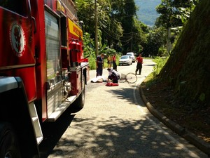 Acidente envolveu caminhão dos bombeiros em Jaraguá do Sul  (Foto: Fábio Junkes/Divulgação)