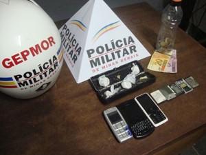 Cinco pedras de crack foram apreendidas (Foto: Polícia Militar)
