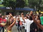 Funcionários do Rocha Faria, no Rio, protestam no dia da municipalização
