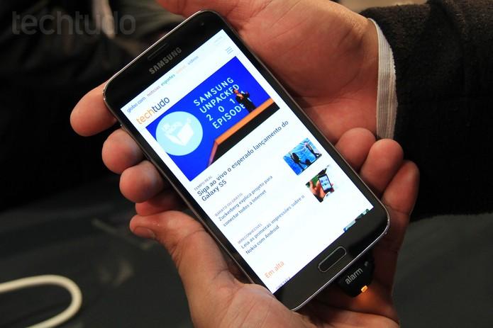 Novo Galaxy S5, com acesso ao TechTudo (Foto: Isadora Díaz/TechTudo)