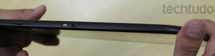 Estrutura do Motorola Xoom 2 é suscetível a torções  (Foto: Marlon Câmara / TechTudo)