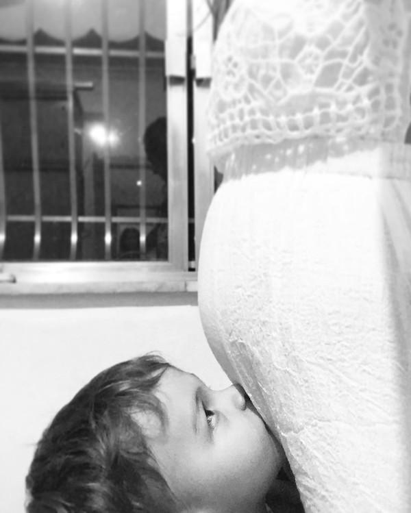 Mariana Uhlman, mulher de Felipe Simas, mostra barriga pela primeira vez