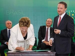 O novo ministro da Secretaria de Comunicação Social, Thomas Traumann, e a presidente Dilma Rousseff (Foto: Roberto Stuckert Filho / PR)