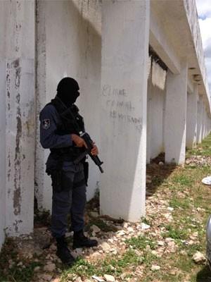 Polícia foi acionada para contar fuga de presos em complexo prisional (Foto: Kety Marinho/Globo Nordeste)