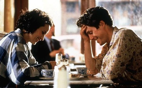 Hugh Grant e Andie MacDowell em 'Quatro Casamentos e Um Funeral' (1994) (Foto: Reprodução)