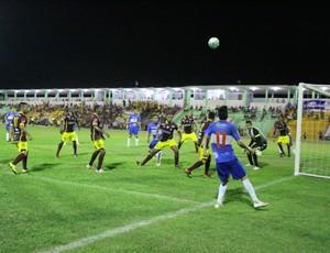 Genus e Atlético-AC (Foto: Jheniffer Núbia/GloboEsporte.com)