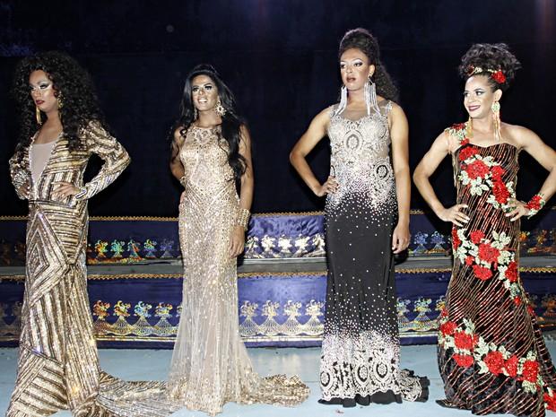 Candidatas à rainha transformista em evento em São Paulo (Foto: Celso Tavares/ EGO)