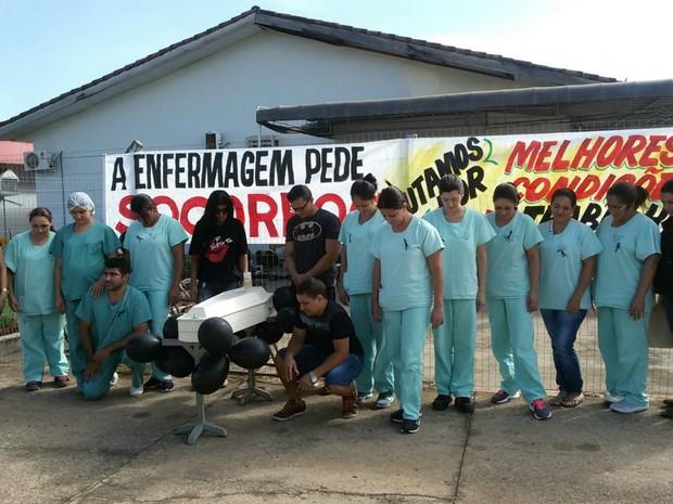 Com atividades  paralisadas, manifestantes fizeram protesto nesta terça-feira  (Foto: Adriano Noquele/ Arquivo pessoal)
