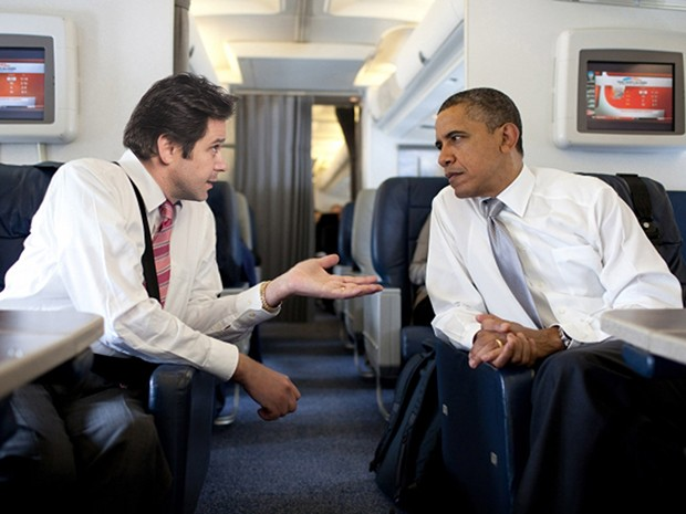 Jonas Marra e Barack Obama conversando a bordo do Air Force One (Foto: Parker TV)