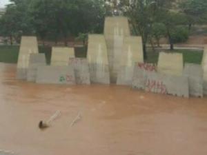 Parque Vitória Régia ficou alagado (Foto: Reprodução/TV TEM)
