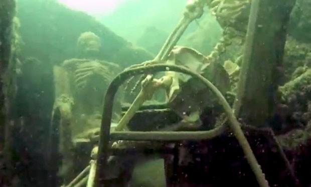Polícia americana encontrou esqueletos falsos no rio Colorado (Foto: La Paz Sheriffs/AP)