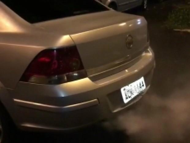 Policiais rodoviários apreendem carro com dispositivo de fumaça, no Paraná (Foto: Reprodução / RPC)