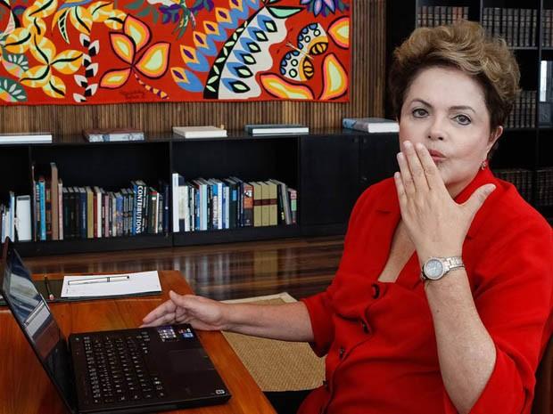 "Dilma manda ""beijinho"" para internautas durante chat no Facebook (Foto: Palácio do Planalto)"