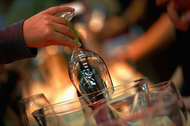 Como limpar, secar e guardar taças de vinho (Foto: David Silverman/Getty Images)