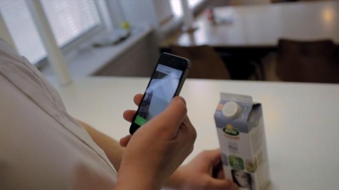 App busca ajudar cegos em tarefas simples, como saber a validade do leite (Foto: Reprodução/Be my Eyes)