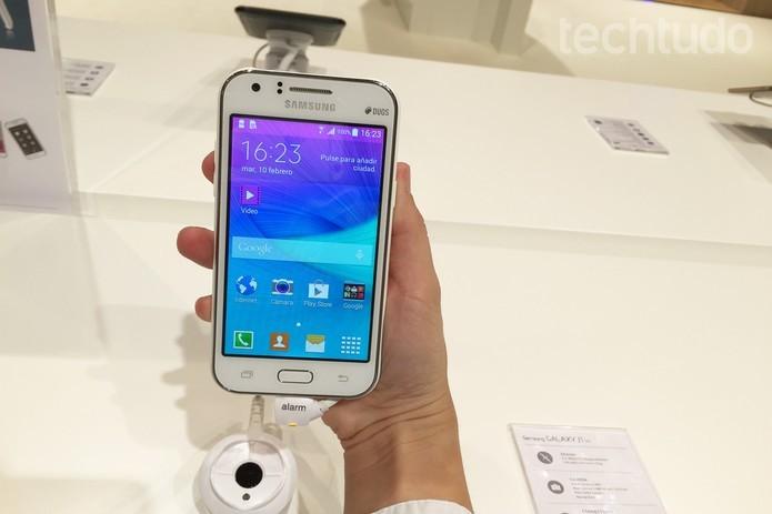 Galaxy J1 é o primeiro foblet de entrada da Samsung  (Foto: Gabriella Fiszman/TechTudo)