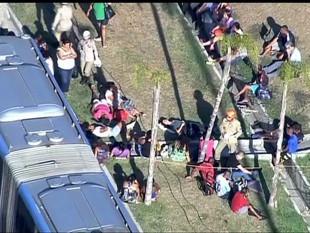 Imagens aéreas mostram feridos no acidente envolvendo BRTs (Foto: Reprodução/TV Globo)