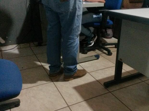 Empresário foi à delegacia denunciar vendedor após encontrar depoimentos sobre golpena internet (Foto: Eliete Marques/G1)
