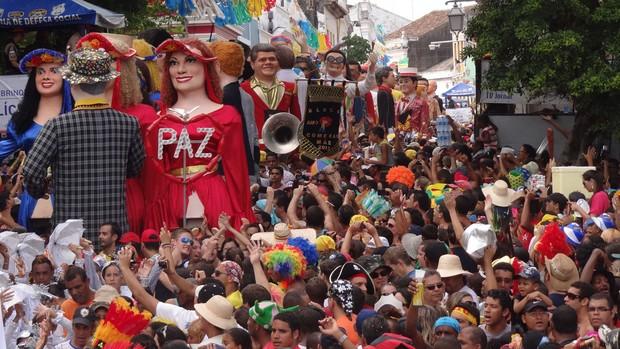 FOTOS: Bonecos gigantes tomam ruas de Olinda (Manoel Filho/TV Globo)