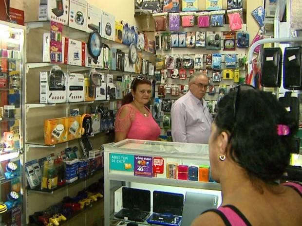Operação analisou a procedência dos aparelhos eletrônicos vendidos no CPC de Ribeirão Preto (Foto: Paulo Souza/EPTV)