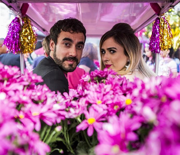 Gabriel Godoy e Tatá Werneck em cena de Leozinho e Fedora na campanha da it-girl para presidência do Grand Bazzar (Foto: Ellen Soares/Gshow)