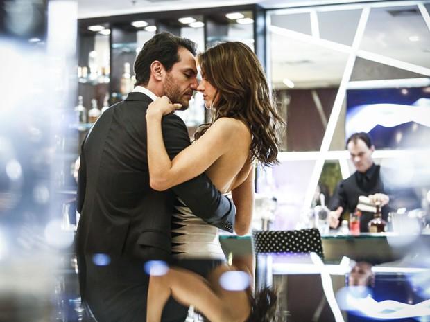 Samia é uma modelo reconhecida e Alex um poderoso empresário (Foto: Raphael Dias/ Gshow)