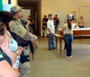 Corpo do irmão de Valdigley Souza do Nascimento, irmão de Valdir, foi velado dentro de presídio (Foto: Sidney Silva/Cedida)