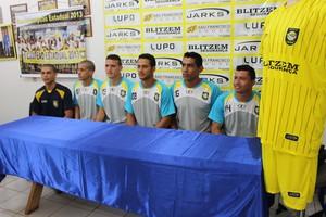 Dubinha (4º da esquerda para a direita) é o mais experiente do grupo do Cene (Foto: Hélder Rafael)
