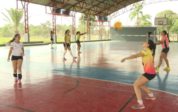 Jogadoras treinam com intensidade e aguardam chegada de reforços para compor Seleção (Foto: Globo Esporte Acre)