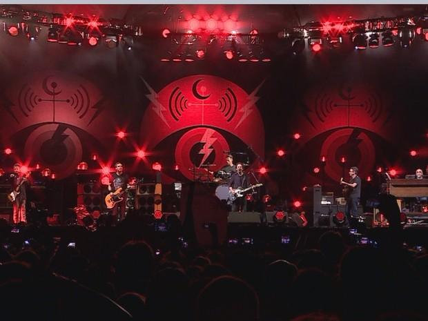 Pearl Jam abriu turnê brasileira de 2015 na capital gaúcha (Foto: Reprodução/RBS TV)