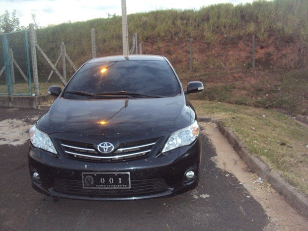 Veículo foi levado até a base da Polícia Rodoviária Federal (Foto: Cedida/Manoel dos Santos )