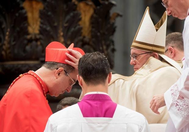 Papa Francisco ordenou 17 novos cardeais, entre eles dom Sergio da Rocha, arcebispo de Brasília (Foto: L'Osservatore Romano/AP)