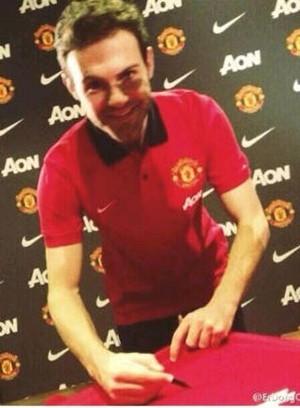 juan mata manchester united contrato (Foto: Reprodução / Twitter)
