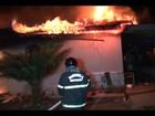 Casa pega fogo e fica parcialmente destruída em Ariquemes, RO