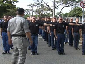 Reservistas do Exército começam treinamento para atuar na PM de Goiás - Goiânia (Foto: Reprodução/TV Anhanguera)