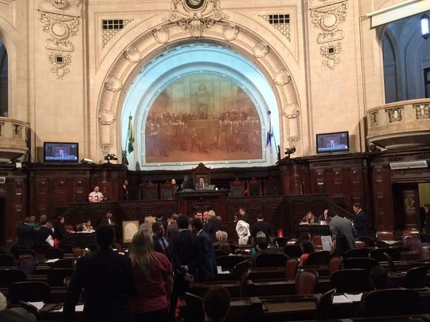 Sessão da Alerj que aprovou a proibição de armas brancas (Foto: Marcelo Elizardo/G1)