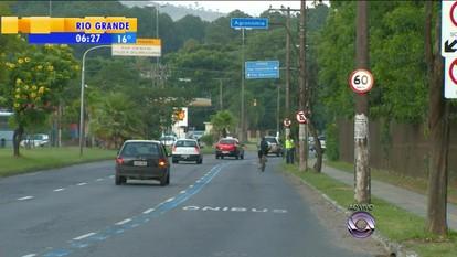 Corredor de ônibus é liberado no limite da Av. Bento Gonçalves com Viamão, RS