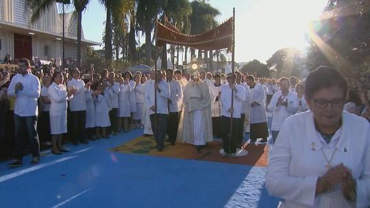 Procissão de Corpus Christi reúne centenas de fiéis em Matão, SP; veja as fotos