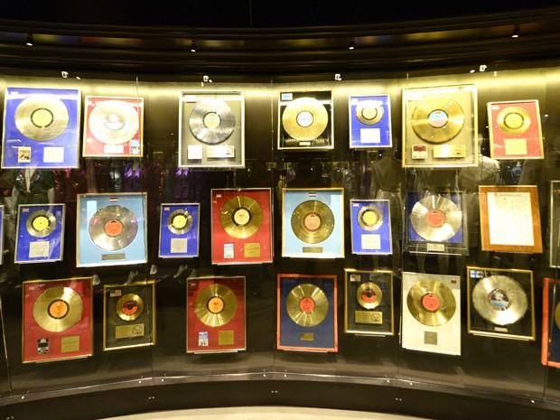 Discos de ouro conseguidos pelo Abba no museu dedicado ao grupo em Estocolmo, na Suécia (Foto: Jonathan Nackstrand/AFP)