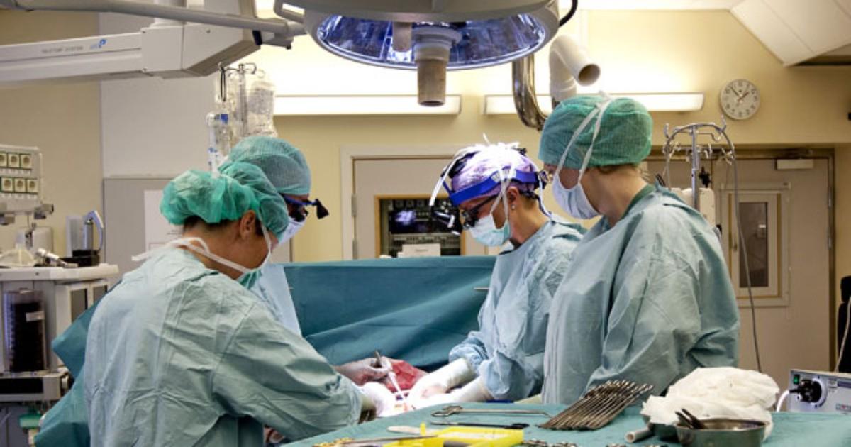 Mulher que recebeu transplante de útero dá à luz na Suécia