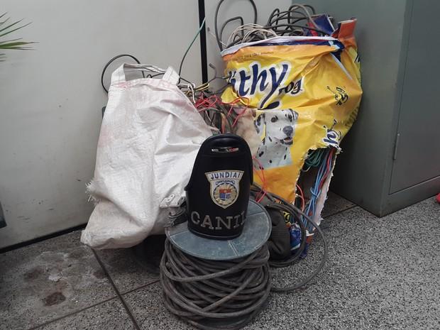 Objetos encontrados com casal que teria praticado crimes em Jundiaí (Foto: Divulgação/Guarda Municipal)