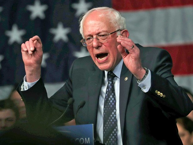 Senador Bernie Sanders discursa a simpatizantes (Foto: Carlo Allegri / Reuters)