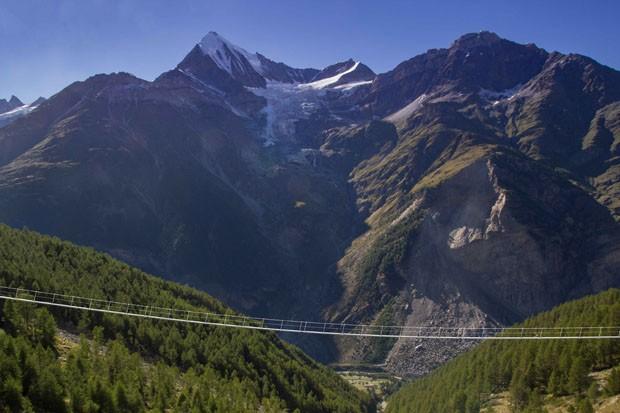 Ponte para pedestres mais longa do mundo é aberta nos Alpes Suíços (Foto: Cortesia Zermatt Tourism)