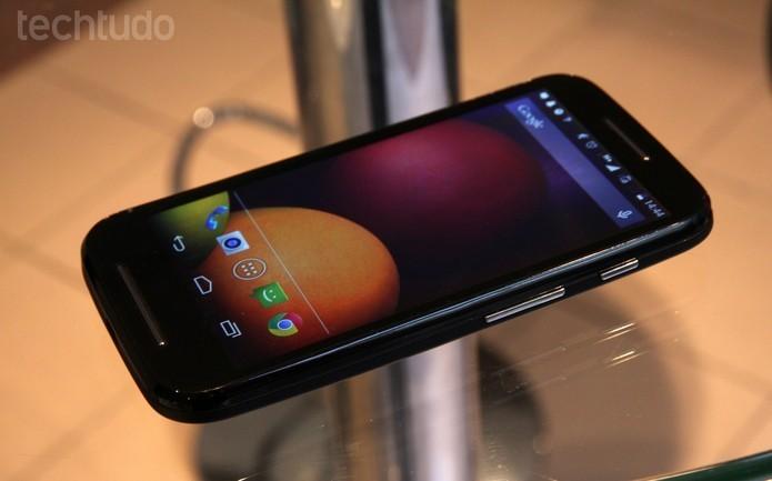 Moto E e Moto Maxx começam a receber atualização para Android 5.0 Lollipop no Brasil (Foto: Laura Rezende/TechTudo) (Foto: Moto E e Moto Maxx começam a receber atualização para Android 5.0 Lollipop no Brasil (Foto: Laura Rezende/TechTudo))