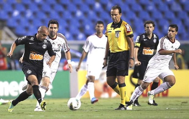 Fluminense e Coritiba (Foto: Alexandre Cassiano / Agência o Globo)