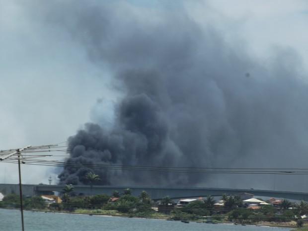 Incêndio ponte de Cabo de Frio, Região dos Lagos (Foto: Andreia Constâncio)
